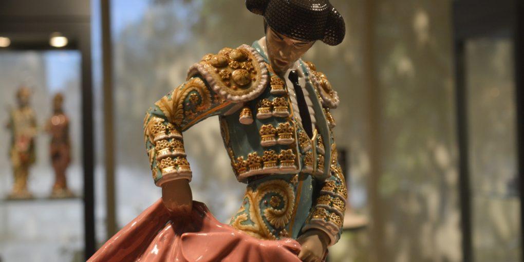 Torero de Lladró en mitad de una verónica | Fotografía: Claudio Moreno